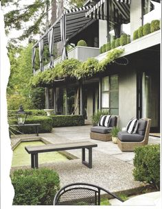 Portland garden set on home's terrace