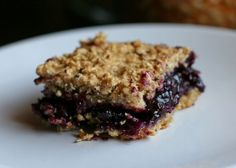 Simple blueberry-oat bars are healthy and vegan!