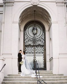 This door is everything. I absolutkey love the charm of Los Angeles. Gems like this will never go out of style. @ebellevents  Coordination: @greenappleeventco  Florals: @petalsandpopshop