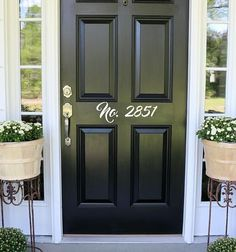 front door paint colors - Want a quick makeover? Paint your front door a different color. Here's some inspiration for you. Black Front Doors, Modern Front Door, Painted Front Doors, Paint For Front Door, Front Door Painting, Black Exterior Doors, Exterior Windows, Diy Exterior, Exterior Design