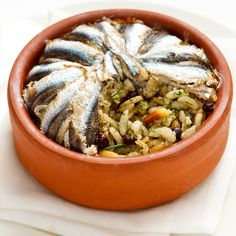 Hamsili pilav is a traditional Black Sea Turkish dish of fragrant rice encased in fresh anchovies. Hamsi or the European anchovy is a forage fish somewhat related to the herring. Turkish Recipes, Italian Recipes, Ethnic Recipes, Fish Recipes, Great Recipes, Turkish Sweets, Turkish Kitchen, Fresh Fruits And Vegetables, Mediterranean Recipes