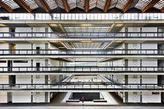 View inside the corridor-lined atrium : Bell Labs building, Holmdel New Jersey | Eero Saarinen