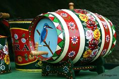 Hand painted artwork from the canal boats - I think i'll do something similar on my cabinets......