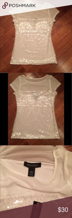 White House Black Market Sequin Top White House Black Market Sequin White Shimmery Top Women's Size XXS New With Tags Absolutely Stunning Top! Great for any upcoming parties or a night out! White House Black Market Tops Blouses