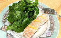 Ricetta salmone al limone con spinacino Oggi vi propongo un secondo molto semplice e veloce da realizzare, il salmone in padella al limone con insalata croccante di spinacino. Potete utilizzare tranci di salmone fresco oppure congelato; in #ricette #secondi #salmone