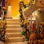 Wonderful Christmas Stairs Decors To Inspire You : Cheerful Christmas Stairs Decoration with Gold Ribbon and Colorful Shiny Christmas Ball also Christmas Light Bulb and Christmas Garland Christmas Stairs Decorations, Christmas Staircase, Christmas Home, Christmas Lights, Christmas Holidays, House Decorations, Christmas Garlands, Decoration Crafts, Christmas Fireplace