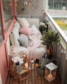Нежный розовый цвет в оформлении балкона: фото
