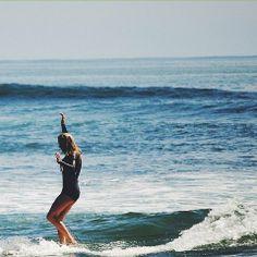 bikinis that stay on when you surf :: Sport. Surfs Up, Summer Vibes, Kayaking, Surfboard, Summertime, Surfer Girls, Beach, Hawaii, Sun Bum