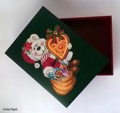 Caixa com decoupage natalina #artesanato #decoração #handmade #madeira #mdf #organização #caixadecorada #handmade #decoraçãodenatal #natal #decoupage #pintura #acrilex #artesanal #diydecor #marrispe
