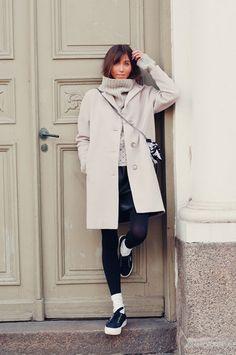 Dixi Coat | LovisaBriggert    #woolcoat #falloutfit #autumnoutfit #springoutfit #layers #layering #scandinavian #finnishdesign #swedish