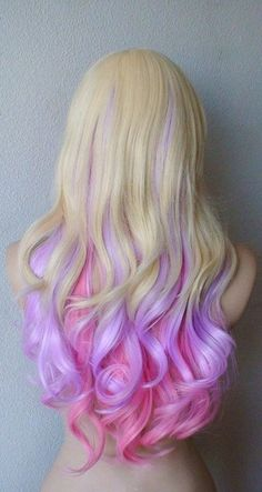 To be honest, I am not a big fan of colored hair, but I have to say, this looks so gorgeous! <3