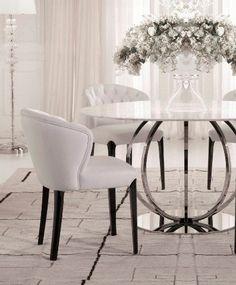 Der weiße Sammlung Esstisch. Runder Tisch dekoriert mit weißem Marmor und Silber modernen Basis. Eisen und Chrom-Basis - liebe diesen Tisch!