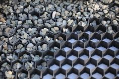 Stabilized porous gravel or turf foundations for public spaces, driveways, access roads, parking lots, pathways or landscaped parks and gardens. Stone Driveway, Gravel Driveway, Driveway Landscaping, Driveway Ideas, Permeable Driveway, Heated Driveway, Circle Driveway, Grass Pavers, Diy Driveway