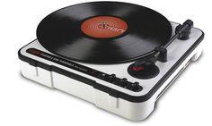 ニュマークジャパンコーポレーションが、乾電池で動作可能なポータブルレコードプレイヤーION Audio Mobile LP を発売しました。スピーカーを内蔵し場所を選ばずアナログレコードで音楽を楽しめます。