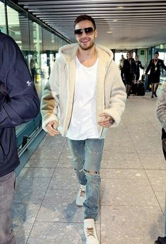 Liam arriving at Heathrow Airport this morning ❤️(06/11)
