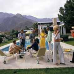 'Desert House Party' was taken by famous photographer, Slim Aarons, at a poolside party in Palm Springs The house designed Richard Neutra. Richard Neutra, Slim Aarons, Palm Springs, House Party, Palm Beach, Desert House, Casa Kaufmann, Raymond Loewy, Modernism Week