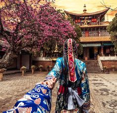 Yunnan province in China (the photo series by Russian Photographer, Murad Osmann) Murad Osmann, Travel Around The World, Around The Worlds, Waiting Here For You, Romantic Series, Visit China, Destinations, Lijiang, Set Me Free