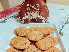 Μπισκότα βρώμης με σταγόνες σοκολάτας Sweet Recipes, Cookies, Desserts, Food, Crack Crackers, Tailgate Desserts, Biscuits, Dessert, Cookie Recipes