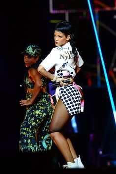 """Rihanna Losing Fans After Failing To Show Up At Her """"Diamonds World Tour"""" Concerts On Time! ~ GossipWeLove.com Your Celebrity News and Hip Hop News Blog"""