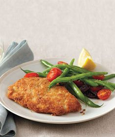 Real Simple - Cook breaded turkey cutlets until golden brown and serve with simply steamed green beans and tomatoes. Turkey Cutlet Recipes, Cutlets Recipes, Turkey Recipes, Chicken Recipes, Filet Recipes, Green Bean Salads, Green Beans, Cooking Recipes, Healthy Recipes