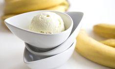 Λαχταριστό παγωτό μπανάνα μόνο με τρία υλικά. Και όχι δεν είναι παχυντικό! Greek Recipes, Sweet Tooth, Ice Cream, Cake, Desserts, Trials, Food, No Churn Ice Cream, Tailgate Desserts