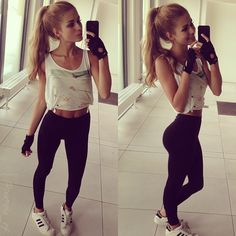 This is good but don't feel bad if u don't look like her cuz she looks a lil bit anorexic in sure she is not. But still she has a thin body and if u don't get exactly like hers that's ok. Fitness Fashion, Fitness Outfits, Fitness Wear, Fitness Women, Adidas Superstar, Body Inspiration, Fitness Inspiration, Fitspo, Fitness Goals