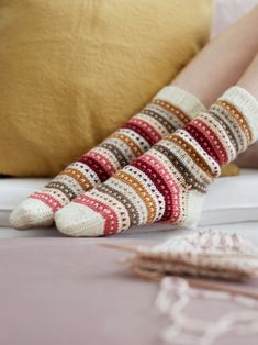 Knitted socks in ivory with green, yellow, cranberry and pink stripes – socken stricken Fair Isle Knitting, Free Knitting, Knitting Socks, Knitting Patterns, Crochet Patterns, Knitting Machine, Vintage Knitting, Stitch Patterns, Knitting Projects