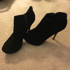 Black Pumps Size 8 & 1/2. Great Condition. Qupid Shoes Heels