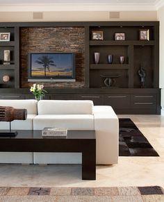 Mueble tras el sillón, útil para usar con adornos, o como recibidor y dejar llaves, carteras u otro.