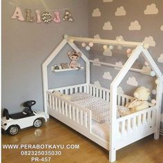 Hausbett mit Giebel seitlich, Flachsprossen Nature Kid house bed made of pine with a sweet railing – Wallenfels Onlineshop