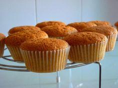 Receta básica de Cupcakes - Como hacer Bizcocho para Cupcakes Fácil