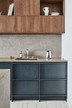 Welcome to the floor in Stockholm - Nordic Kitchen - Award winning modern kitchen . Grey Kitchen Interior, Modern Kitchen Design, Luxury Kitchens, Home Kitchens, Kitchen Chairs, Kitchen Decor, Ikea Kitchen, Scandinavian Kitchen, Scandinavian Design
