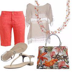 Bermuda corallo in freschissimo lino, blusa ecrù con inserti in pizzo. Sandalo flat infradito beige. Borsa in delicata fantasia floreale. Collana di perle a tre giri.
