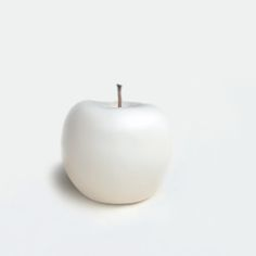 Pinned from http://www.redbubble.com/people/bluesrose/works/7160421-white-apple