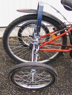 Les stabilisateurs EZ Trainer senior pour faire d'un vélo traditionnel un tricycle Adult Tricycle, Bicycle Wheel, Sidecar, Trainers, Wheels, Watch, Tricycle Bike, Ferris Wheels, Bicycles