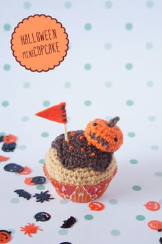 """Halloween crochet cupcake By """"I am a Mess"""""""