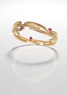 18kt yellow bracelet set with pink sapphires and diamonds