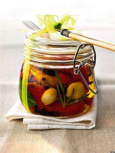 Nakládat nemusíte jen okurky, sáhněte i po mrkvi nebo česneku - iDNES. Starters, Pickles, Cucumber, Snacks, Canning, Vegetables, Food, Anna, Syrup