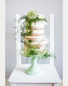 What's Old is New Again ~ 30 Ways to use Ferns on your Wedding Day ~  we ❤ this! moncheribridals.com  #fernweddingcake