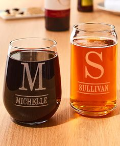Beer pint glass with monogrammed engraved. personalized beer glass for beer lovers. Etched Wine Glasses, Painted Wine Glasses, Etched Glass, Glass Etching, Funny Wine Glasses, Custom Wine Glasses, Monogrammed Glasses, Personalized Wine Glasses, Monogram Wine Glasses