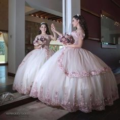 We recently discover the amazing creations Cielo Inzunza brings to life for Quinceaneras to wear on their special day.
