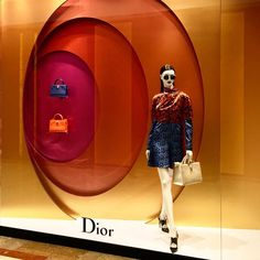 Dior Window Display (Vision Display Singapore) Psychedelic and beautiful Dior Ladies Infinity Rings Window for Winter Boutique Window Displays, Window Display Retail, Window Display Design, Store Displays, Retail Displays, Visual Merchandising Displays, Visual Display, Dior, Fashion Retail Interior