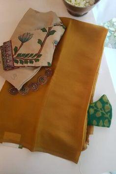 Blouse Designs Silk, Saree Blouse Patterns, Plain Chiffon Saree, Fashion Displays, Saree Models, Buy Sarees Online, Ethnic Print, Sewing Diy, Silk Sarees