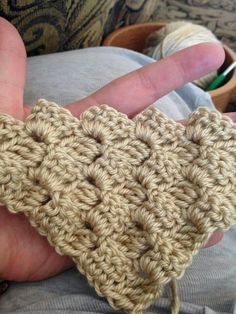 Corner to corner crochet // Via moodblanket Facebook group by mrs. Vieau // She recommends crochet crowd's free tutorial on corner to corner on YouTube.