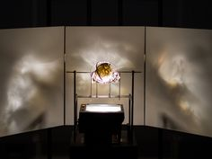 A Slick Mashup of an Old-School Projector and 3-D Printed Art | WIRED