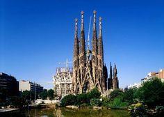 Listenin üçüncü sırasında İspanya'nın Barselona şehrinde bulunan Sagrada Familia Katedrali var. Gaudi'nin imzasını taşıyan bu katedral tamamlanmamış olsa da 71 milyar sterlin değerinde.