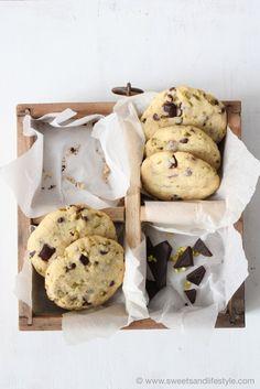 Cookies mit dunkler Schokolade und Pistazien // cookies with dark chocolate and pistachios