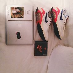 libro - depeche mode - air max - divano - shelly