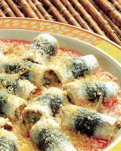 Per la ricetta delle sarde arrotolate al finocchietto selvatico, sbucciate i pomodori che dovranno essere maturi ma sodi (per farlo più facilmente, ...