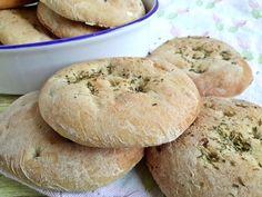 Csak egyszerűen: rusztikus szicíliai kenyér - Mom With Five Canapes, Bread Recipes, Hamburger, Bakery, Mom, Pizza, Sofas, Bread Store